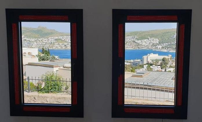 Linea Rossa yalıtımlı pencere